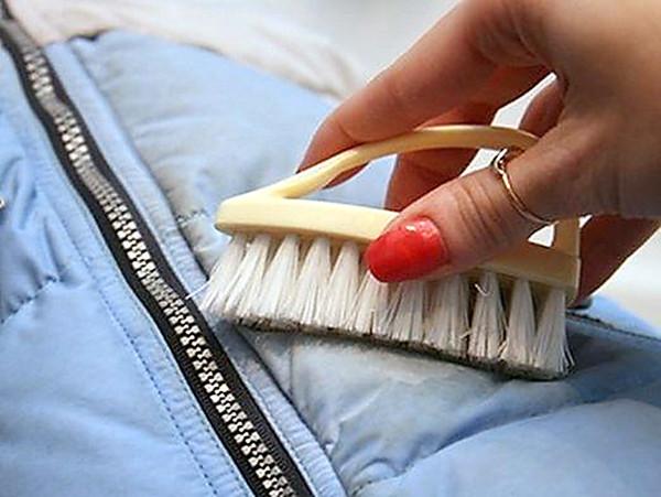 как убрать жирное пятно с одежды сразу