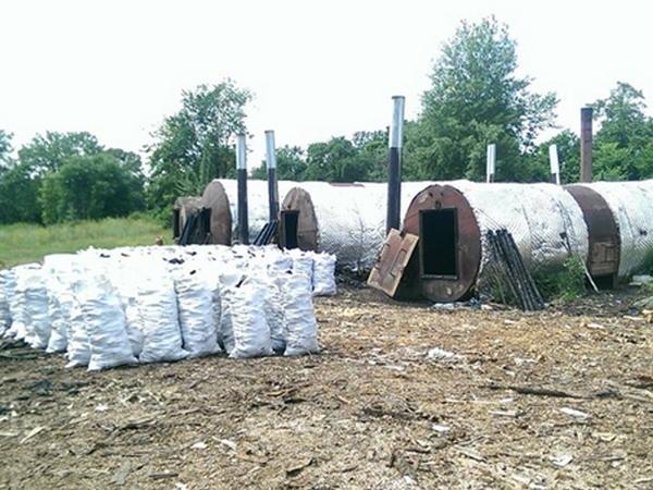 В Украине стремительно ширится нелегальный «бизнес» по производству древесного угля. На Ямпольщине - то же самое!