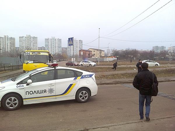 Преступник отымел полицейскую в машине фото 272-85