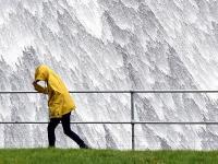 Сильнейший за последние 56 лет ураган «Офелия» дошел до берегов Ирландии