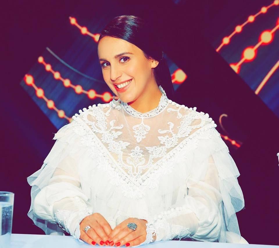 Беременная Джамала подарила свой голос принцессе (видео) - «ФАКТЫ» 333fb893a72cf