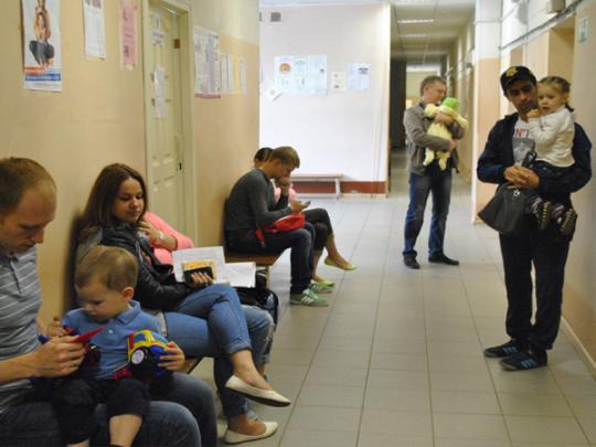 Минздрав упразднил детские медкарты всадах ишколах