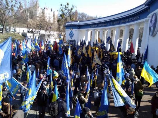 Движение в центре Киево парализовано из-за марша националистов