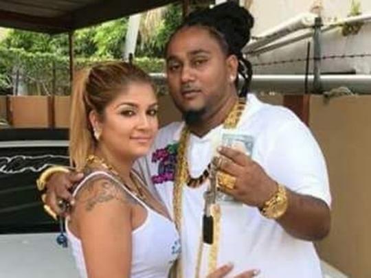 Шерон Сукхедо с женой