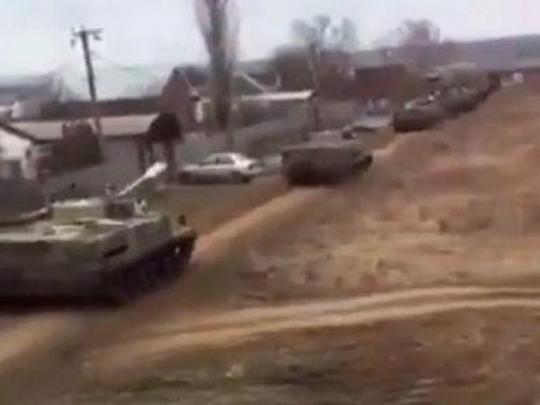 Навидео сняли движение техникиРФ около границы с государством Украина
