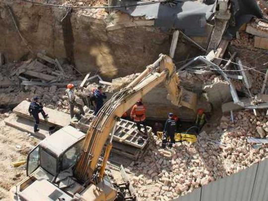 Вцентре Винницы обрушилась стена: под завалами оказались три человека