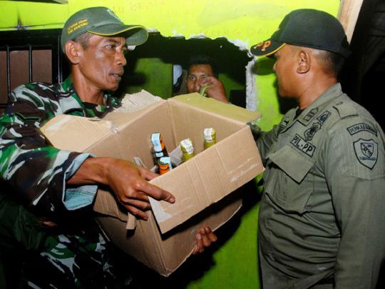 Милиция Индонезии задержала подозреваемых всмертельном отравлении неменее 90 человек