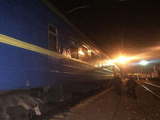 ВОдессе 11-летняя девочка получила удар током накрыше поезда