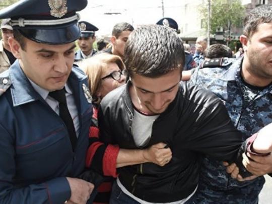 Оппозиционера Николу Пашиняна задержали вЕреване