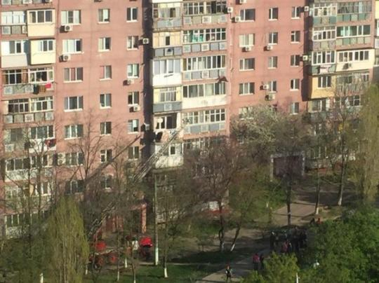 ВЧерноморске 79-летняя женщина выпала сшестого этажа многоэтажки ивыжила