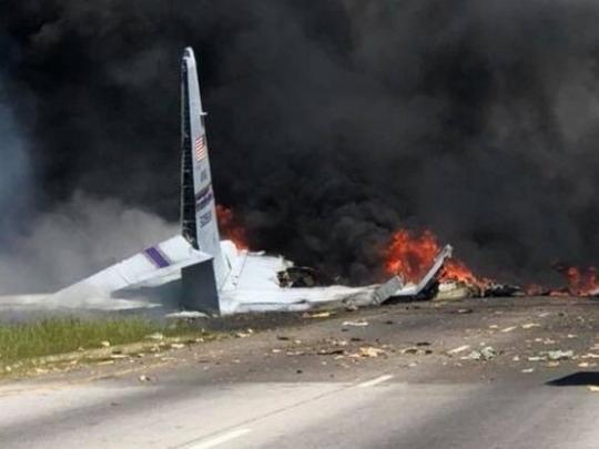 ВСША на дорогу рухнул военно-транспортный самолет: 5 жертв | крушение самолета