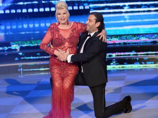 Видео жена танцует для мужа, трахаются в щель крупным планом фото