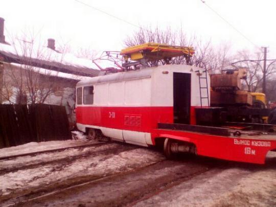 Жесткая авария вДонецке: вБуденовском районе трамвай врезался в дом