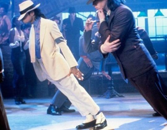 Врачи раскрыли секрет знаменитого трюка Майкла Джексона