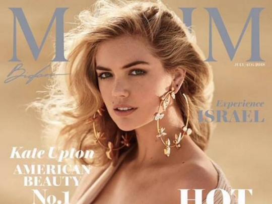 Модель с 4-м размером груди признана самой половой дамой