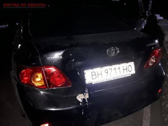 Неуправляемая Toyota сбила троих пешеходов, хозяина авто не нашли