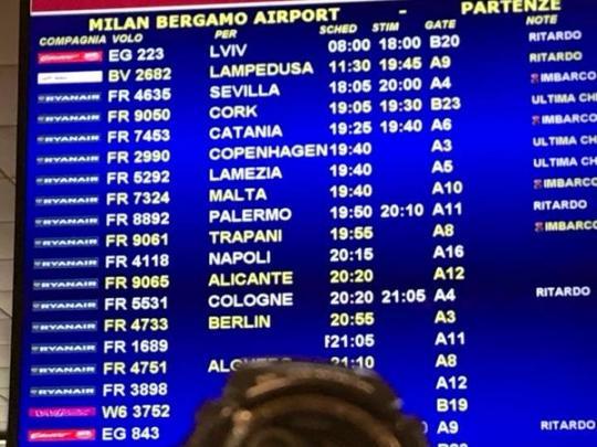 12 часов без еды иводы: украинцы застряли ваэропорту Милана