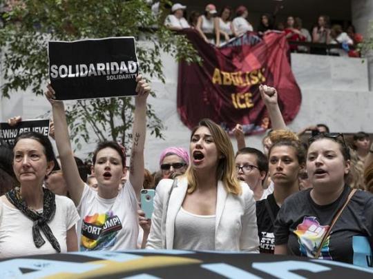 Актрису Сьюзан Сарандон арестовали намитинге против Трампа