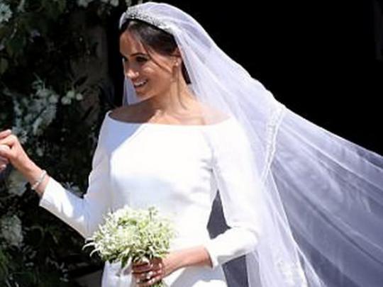 """Друг принца Чарльза раскритиковал """"бетонное"""" свадебное платье Меган Маркл"""