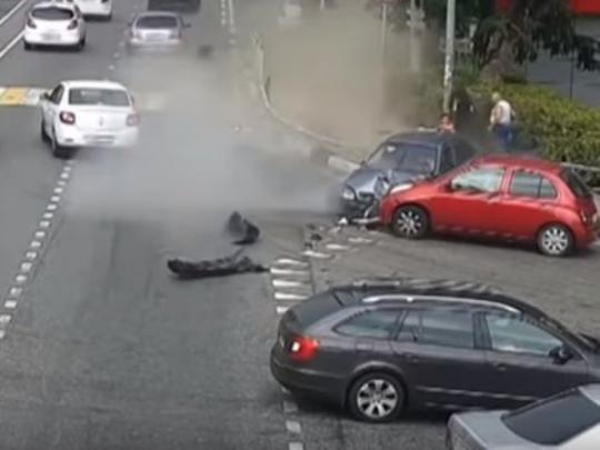В Сочи водитель авто сбил толпу пешеходов: есть жертвы