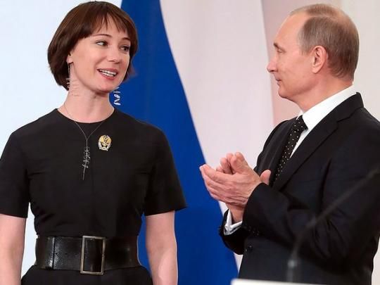 Одна из любимых актрис Путина уезжает жить в Латвию