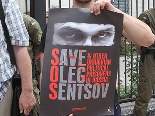 Макаревич, Ахеджакова и Алехина устроили в Москве концерт в поддержку Сенцова