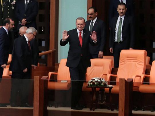 """Ёрдоган поручил спасать """"урцию от инфл¤ции своему з¤тю"""