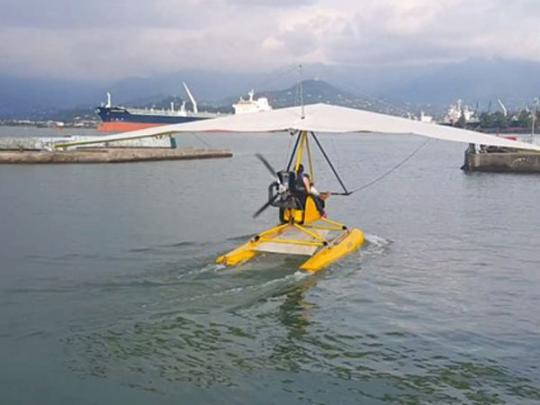 Дельтаплан с украинцем рухнул в море в Грузии