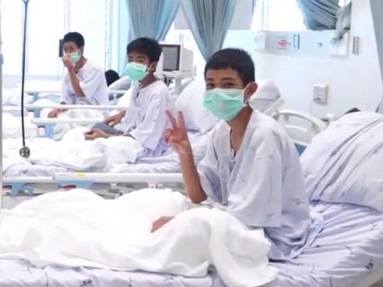 Появились первые фото и видео спасенных в Таиланде детей