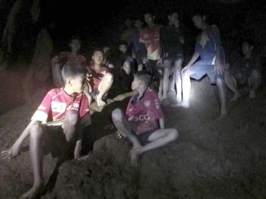 Выжить в пещере тайским мальчикам помогла медитация, которой их обучил тренер