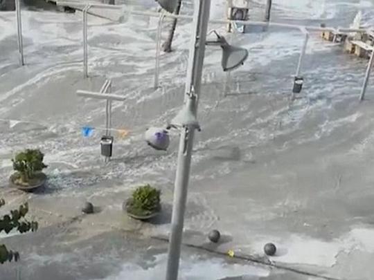 Волна высотой два метра: появилось видео мощного цунами в Испании