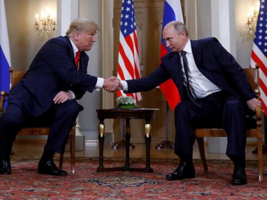 На лабутенах: сеть насмешило фото Путина с Трампом