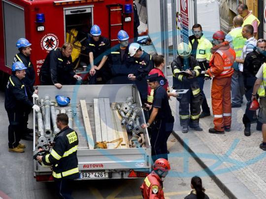 Трое украинских заробитчан в Праге оказались под завалами здания