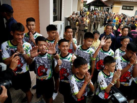 Еду приходилось представлять: спасенные в Таиланде дети впервые рассказали, как жили в пещере более недели