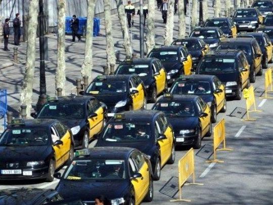 Туристу на заметку: тысячи протестующих таксистов заблокировали Мадрид и Барселону