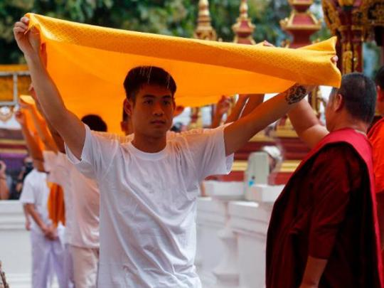 Спасенные из тайской пещеры дети прошли обряд посвящения в монахи