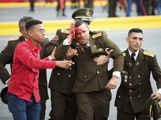 Президента Венесуэлы во время военного парада пытались убить с помощью дронов