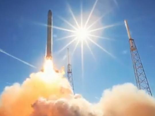 SpaceX Илона Маска запустила новый спутник на орбиту: полное видео
