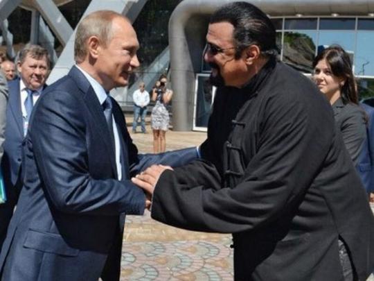 Замечена очередная аномалия с ростом Путина: сеть взбудоражило фото