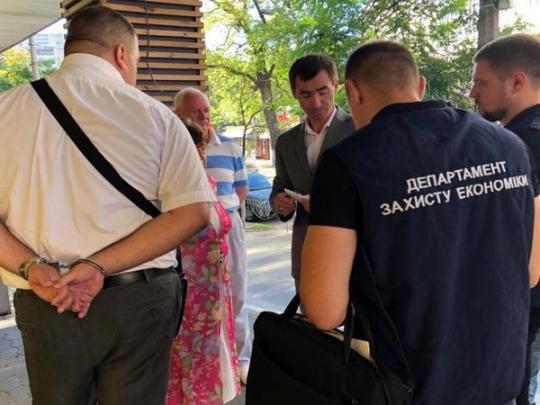 ВКиеве навзятке в $20 тыс. задержали налоговика