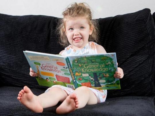 У трехлетней британской девочки IQ выше, чем у Эйнштейна и Хокинга