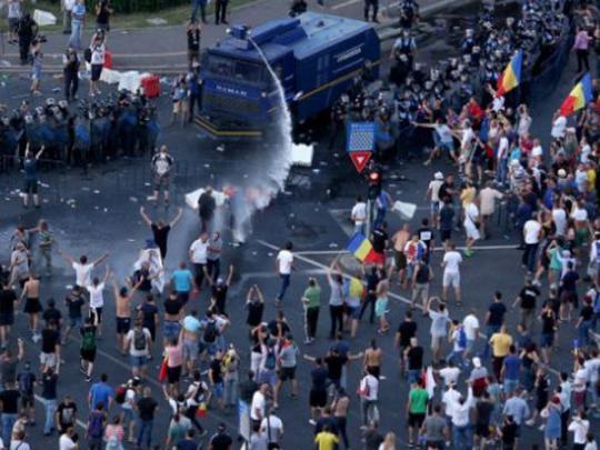 Румыния протестует: около 100 тысяч человек вышли на митинг против правительства