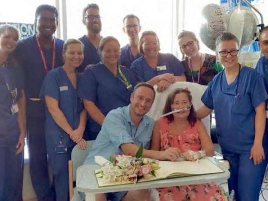 Умирающая британка вышла замуж в больнице, после чего ее состояние неожиданно резко улучшилось