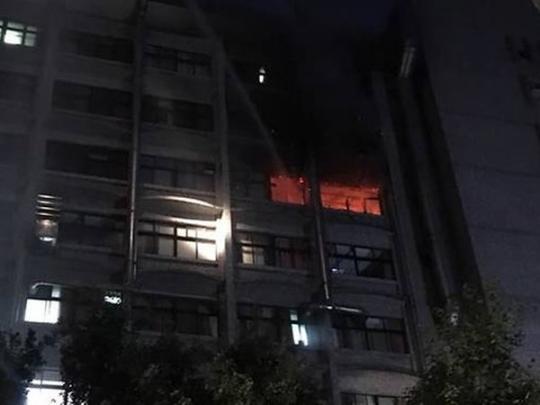 Пожар в больнице: в Тайбэе погибли и получили ожоги десятки людей