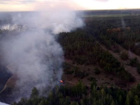 Взоне отчуждения Чернобыльской АЭС продолжается тушение отдельных очагов пожара