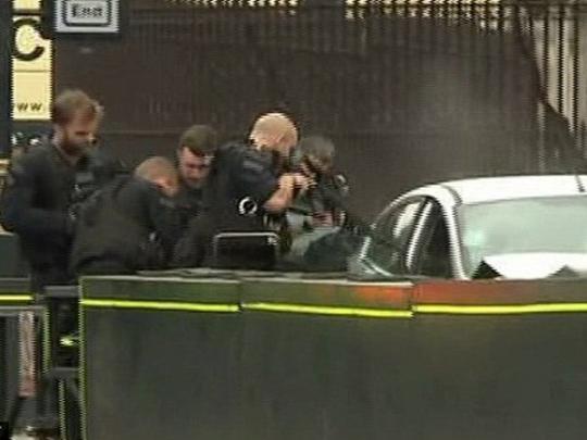 Автомобиль протаранил толпу пешеходов возле здания парламента в Лондоне