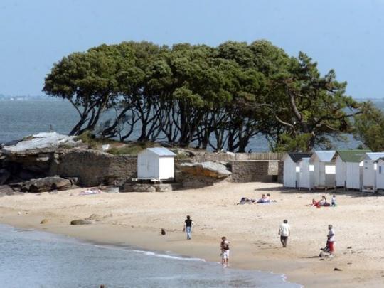 Француз утонул в выкопанной им на пляже яме