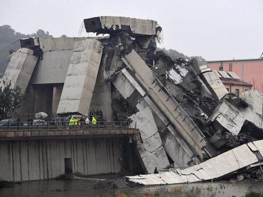 Смертельное обрушение моста в Италии: появилось видео с воздуха