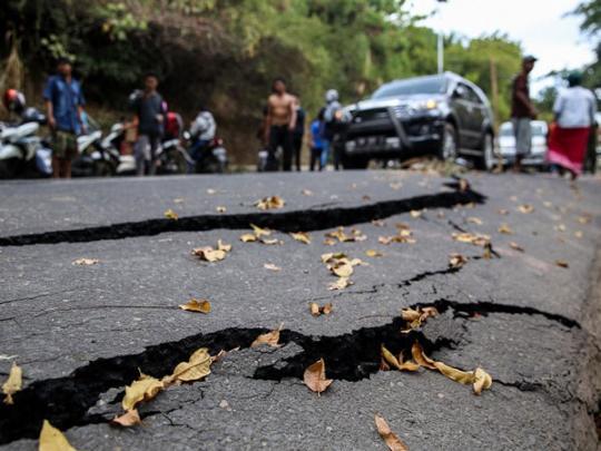 Двухсотметровый небоскреб накренился из-за землетрясения вКаракасе