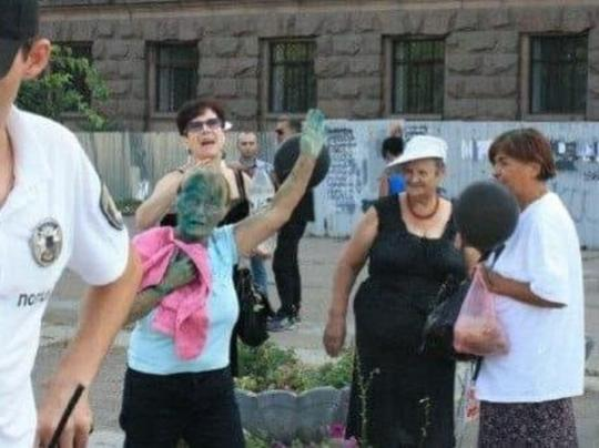 ВОдессе облили зеленкой активистов, поминавших Захарченко иКобзона